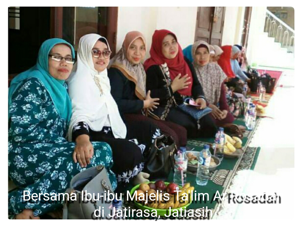 Caleg DPRD Kota Bekasi Reni Merdiani,SE Hadiri Acara Santunan Anak Yatim pada Peringatan 1 Muharam 1440 H di Masjid Ar-Rosadah Jatirasa