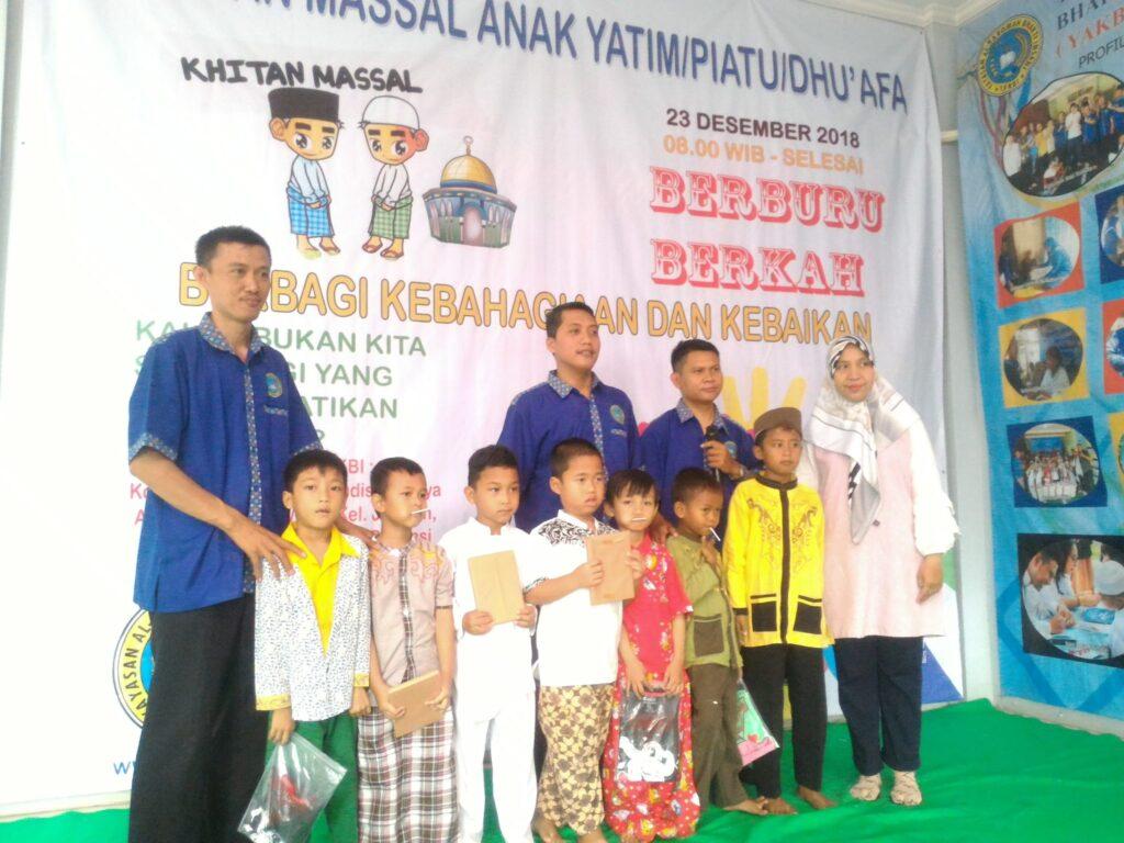 Reni Merdiani,SE Hadiri Acara Khitanan Massal Anak Yatim dan Dhuafa di Yayasan Al Karomah Bakti Insani