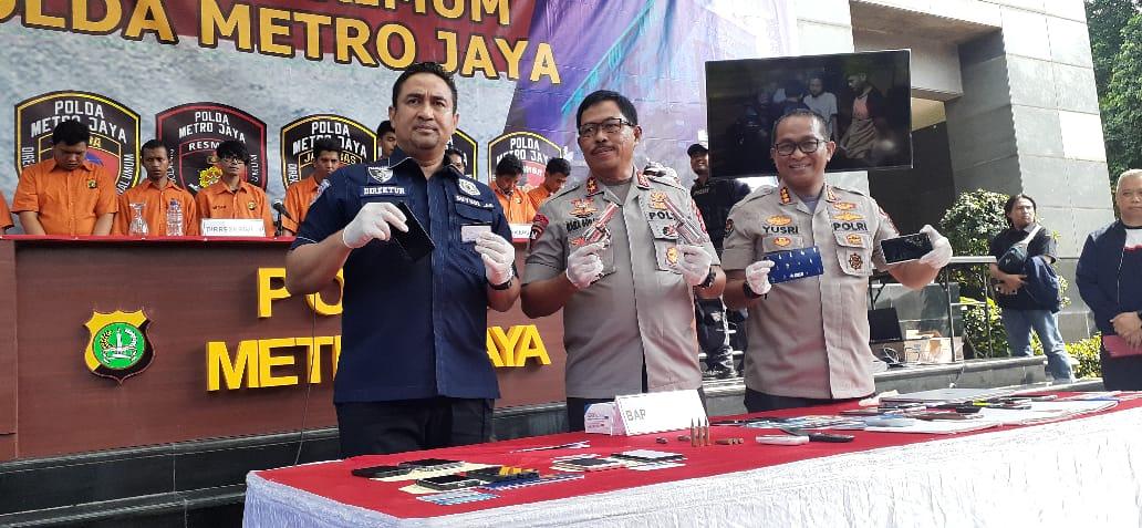 Polda Metro Jaya Ungkap Tiga Kelompok Pembobol Kartu Kredit Bank.