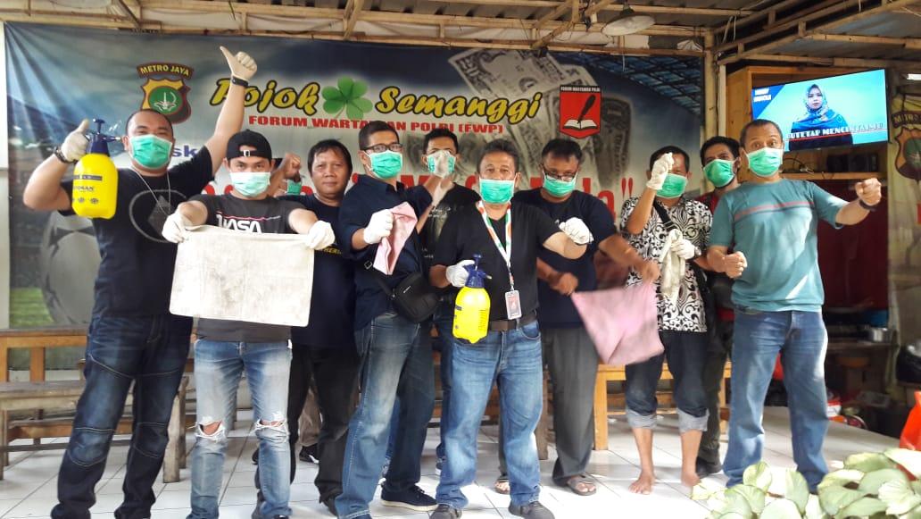 FWP Bersih-bersih Balai Wartawan Polda Metro Cegah Penyebaran Corona
