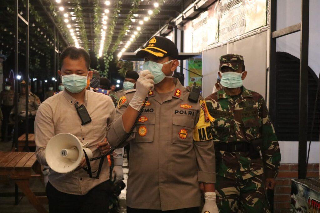 Cegah Penyebaran Virus Corona, Kapolres Majalengka Pimpin Patroli Bersama Imbau Warga Tidak Berkerumun
