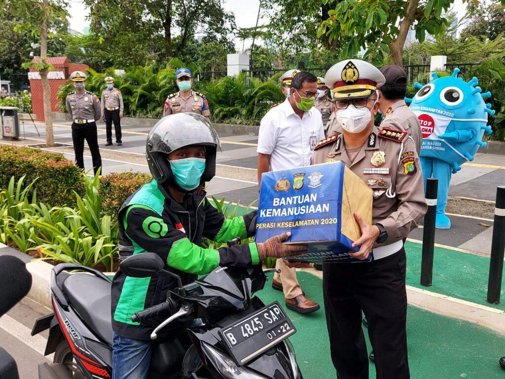 Operasi Keselamatan Jaya 2020, Ditlantas Polda Metro Bagikan 200 Paket Sembako