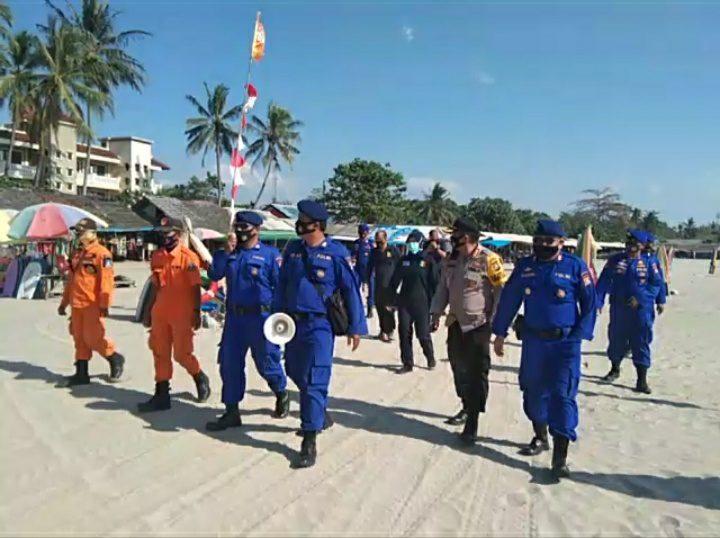 Polda Banten : Patroli Dialogis Di Wisata Pantai, Disiplinkan Masyarakat Terapkan Protokol Kesehatan