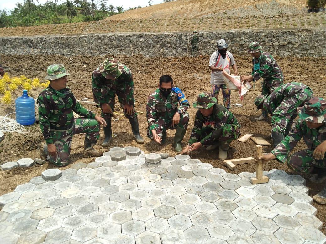 Semangati Prajuritnya, Danrem 071/Wijayakusuma Turun Tangan Bantu Pembangunan Sentra Perekonomian Masyarakat