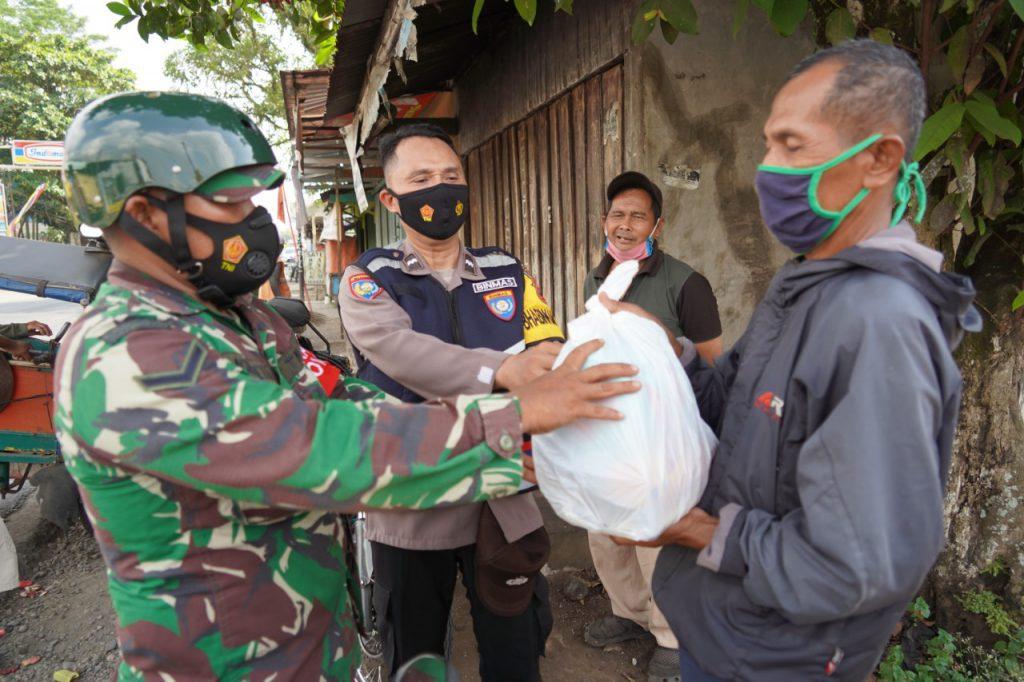 TNI-Polri Banyumas Bersama Elemen Masyarakat, Peduli Kesulitan Masyarakat Di Tengah Pandemi